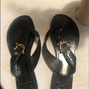 Authentic Tory Burch flip flop sandal. Blk